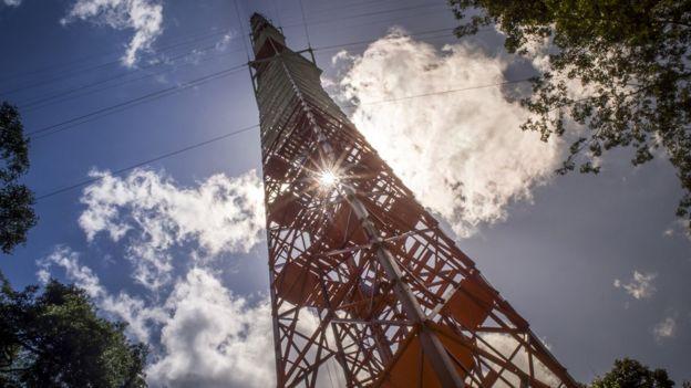 زود البرج بأجهزة لقياس درجات الحرارة والتغييرات الكيميائية والغازات الدفيئة