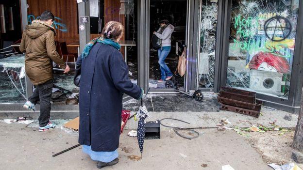 از جمله به یک فروشگاه مکدونالد حمله شد