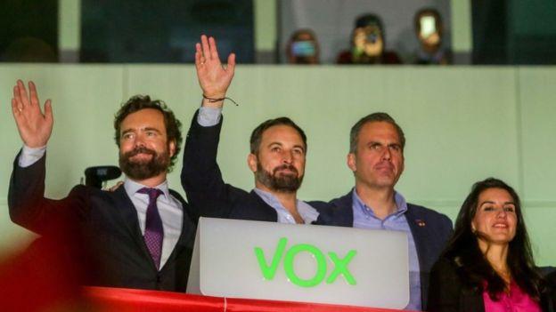 El ultraderechista Vox pasó de 24 a 52 diputados.