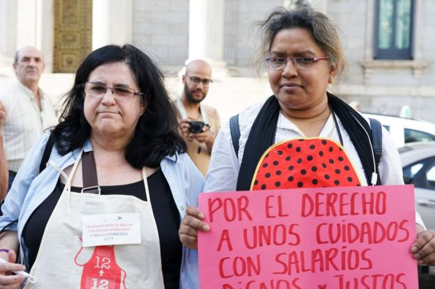 Trabajadoras domésticas protestan en España el 27 de junio de 2018.