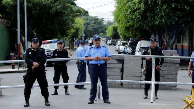 Policía en Nicaragua impide el paso a las oficinas del Centro Nicaragüense de Derechos Humanos, Cenidh.