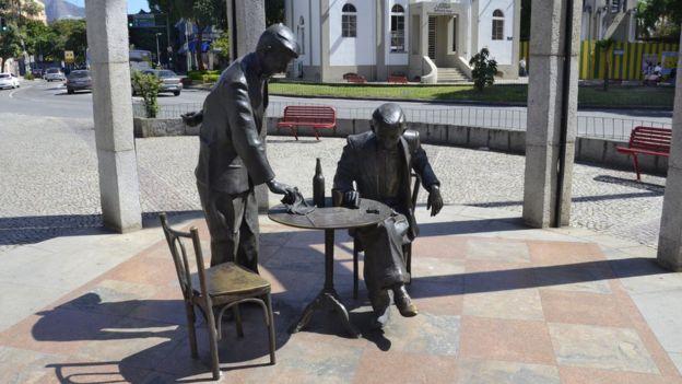 Estátua em homenagem a Noel Rosa na Vila Isabel