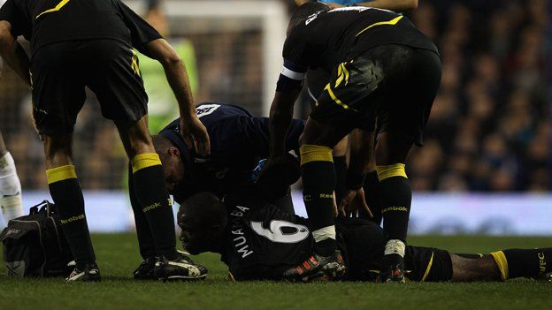 Fabrice Muamba collapses on the pitch
