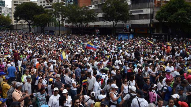 Desde la ola de protestas de 2017, la oposición de Venezuela no realizaba manifestaciones tan masivas.