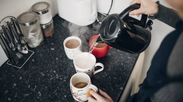 chá sendo feito