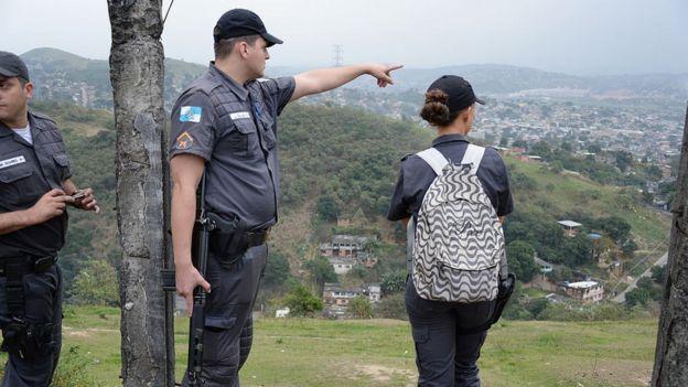 Policiais planejando operação no Rio de Janeiro