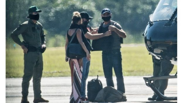 Queiroz deixando São Paulo após ser preso