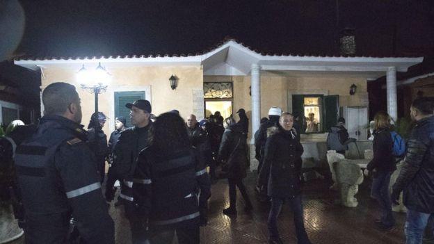Casamonica villa being seized, 20 Nov 18