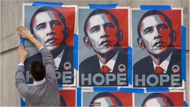 费尔雷为奥巴马创作的象征性形象会让人想起安迪‧沃霍尔的梦露和科达的格瓦拉。