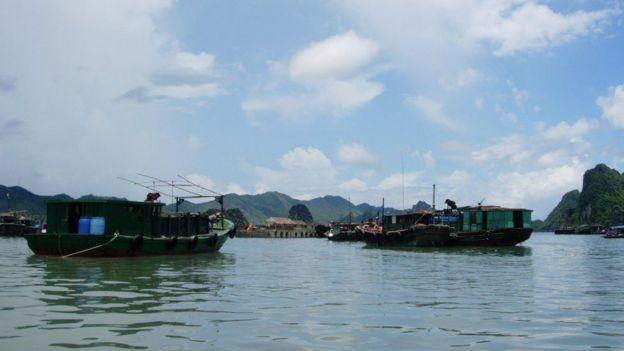 Biển Quan Lạn, thuộc huyện Vân Đồn, Vân Đồn, tỉnh Quang Ninh