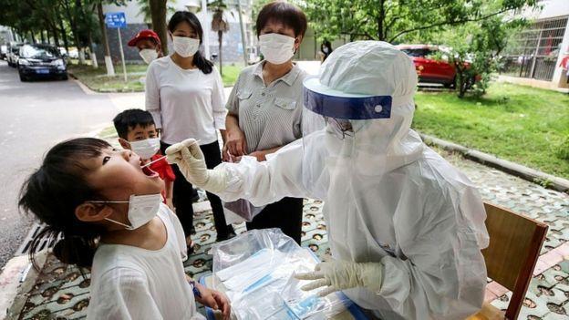 China disse que se conseguir uma vacina contra a covid-19 vai dividir a descoberta com o resto do mundo