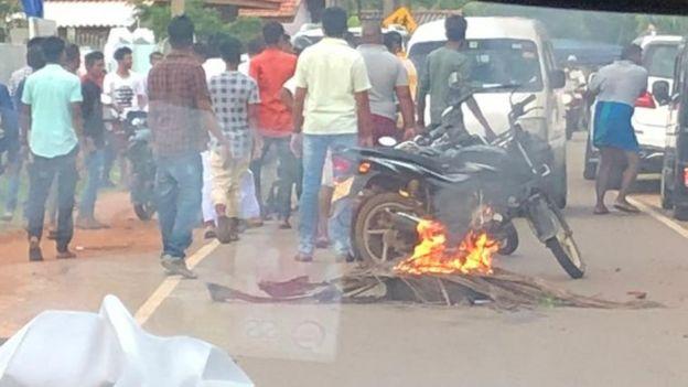 இலங்கையில் நாடாளுமன்ற உறுப்பினர் ரிஷாட் பதியூதீன் வாகனம் மீது தாக்குதல்