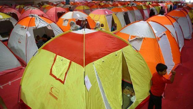 صدها خانواده در استان گلستان فعلا در چادرها و اقامت های موقت به سر میبرند