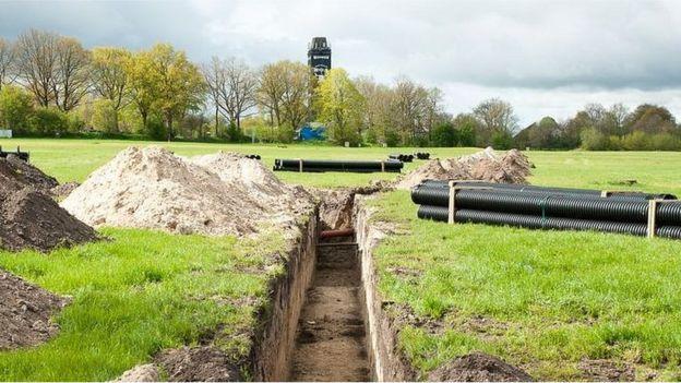 Una de las tuberías que son instaladas