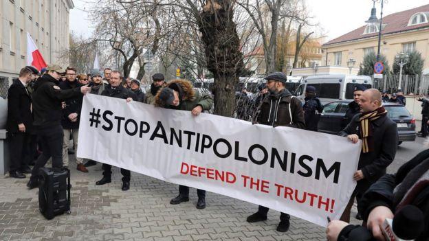 معترضان در مقابل سفارت اسرائیل در ورشو