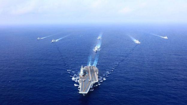 2018年4月,中国的辽宁舰在南中国海演练。