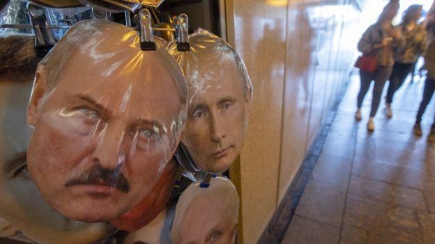 Lukaşenko ve Putin maskesi