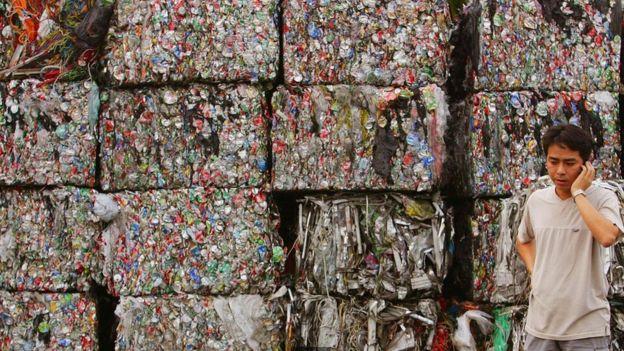 Không có các nhà máy tái chế mới, Hồng Kông sẽ phải chống trả với sự dâng tràn rác thải của dân thành phố và du khách.