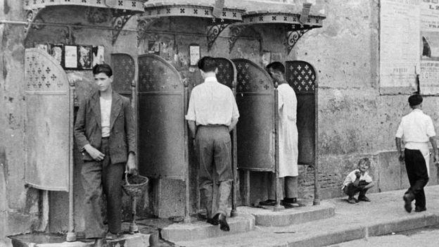 Ảnh chụp khoảng thập niên 1950 trên đường phố Naples.