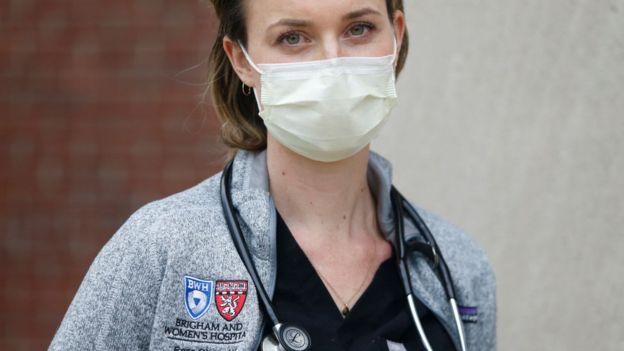 Una joven de medicina en época de coronavirus.