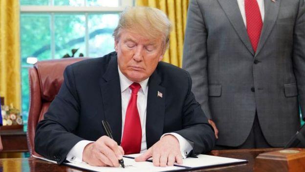 رئیس جمهوری آمریکا فرمان تحریم ایران را تمدید کرد