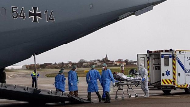 Ο γερμανικός στρατός βοήθησε στην εκκένωση ασθενών από τη βόρεια Ιταλία στο αποκορύφωμα της κρίσης