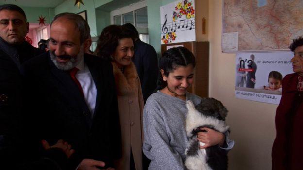 Paşinyan geçen hafta oy kullanmaya ailesi ile beraber geldi