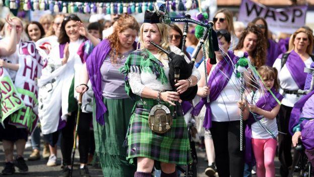 راهپیمایی بزرگداشت حق رای زنان در بریتانیا در شهر ادینبورگ، مرکز اسکاتلند