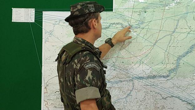 Coronel mostra regiões por onde entram drogas e armas na fronteira brasileira amazônica