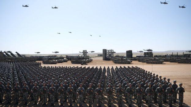 中國政府慶祝中國人民解放軍建軍90週年,2017年7月30日在內蒙古的朱日和訓練基地舉行閲兵。