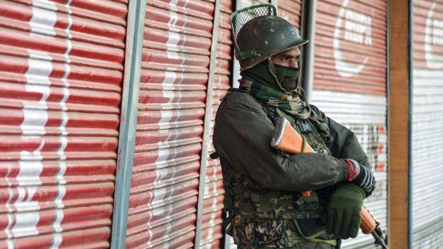 حملے کے بعد شاہراہ پر ٹریفک معطل کر دی گئی ہے اور فورسز نے وسیع علاقے کا محاصرہ کر کے حملہ آوروں کی تلاش شروع کردی ہے۔