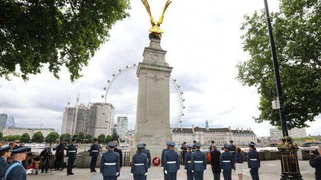 Wreath laying at RAF Memorial, Victoria Embankment