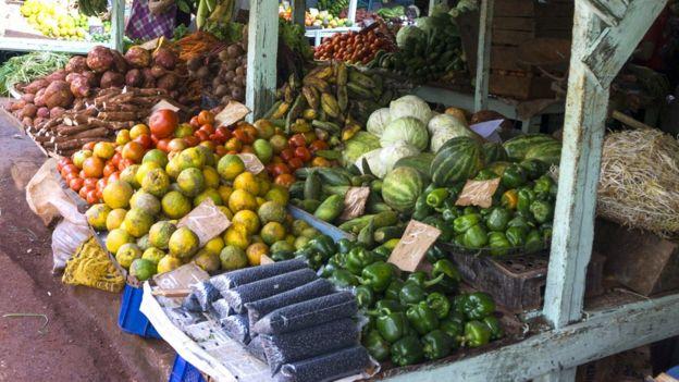 Frutas e legumes à venda em Havana