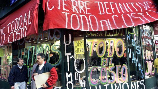 Un comercio en Argentina que cierra por la crisis de 2001.