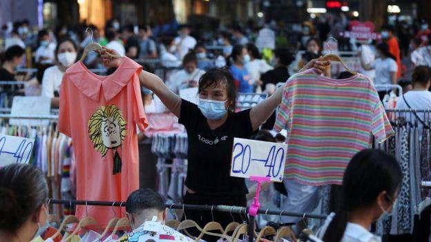 Toko pakaian di Wuhan, Hubei, China, virus corona, Covid-19