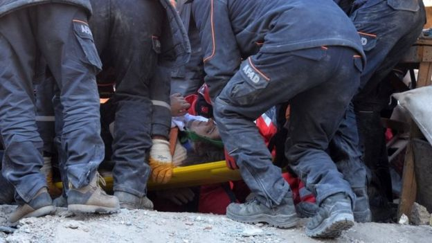 A woman is pulled from the rubble in Elazig, Turkey. Photo: 25 January 2020
