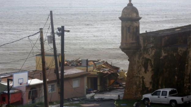 Danos causados pelo furacão Maria.