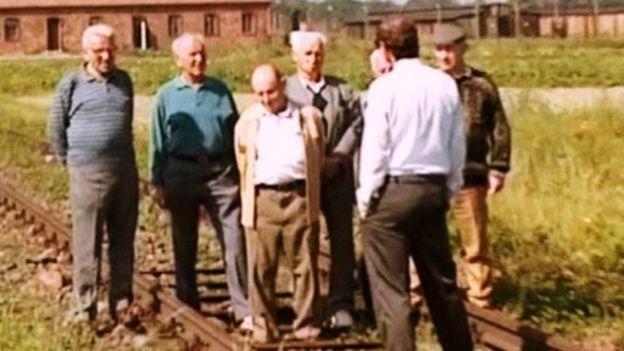 Em 1993, Gideon Greif levou os israelenses que foram Sonderkommandos e seus familiares a Auschwitz-Birkenau e registrou seus testemunhos pessoais lá