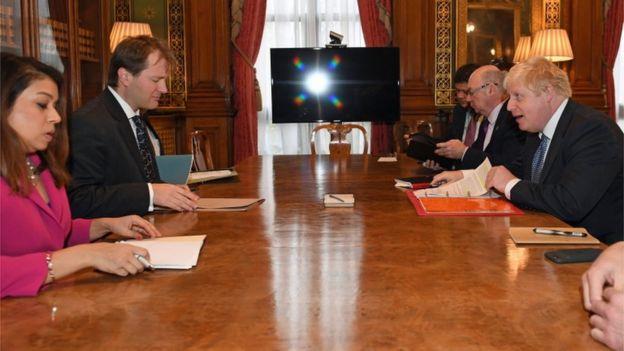 جلسه بوریس جانسون وزیر خارجه سابق بریتانیا با ریچارد رتکلیف همسر خانم زاغری و تیولیپ صدیق نماینده پارلمان بریتانیا