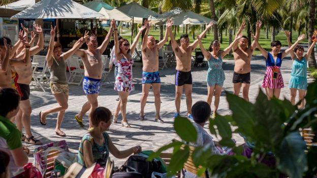 Du khách TQ ở bãi biển Nha Trang