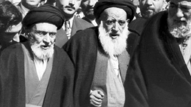 ابوالقاسم کاشانی در کنار محمد بهبهانی (راست)