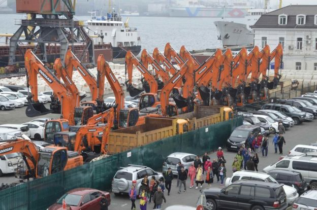 Vladivostok and passengers who came off ferry, 18 May 17