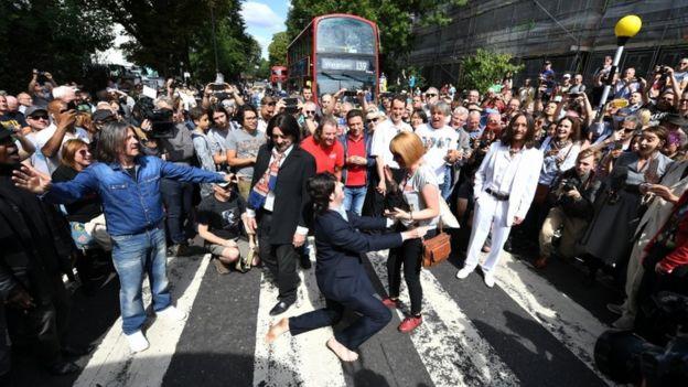 The Beatles Polska: Tłumy fanów na Abbey Road - nasza relacja z Londynu