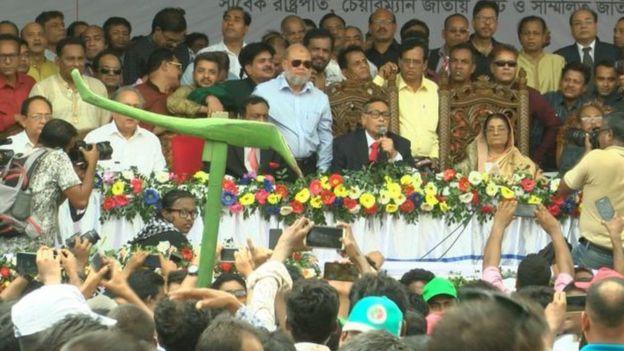 জাতীয় পার্টির একটি সভায় হুসেইন মুহম্মদ এরশাদ