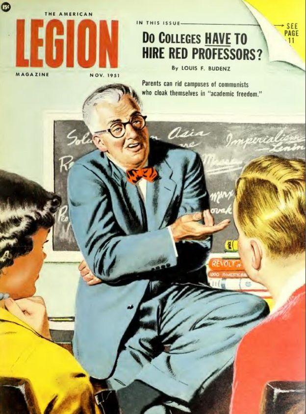 Capa da Revista American Legion, de 1951, com o título: 'Universidades devem contratar professores vermelhos? Os pais podem livrar os campi universitários de comunistas que se encobrem sob o manto da liberdade acadêmica'