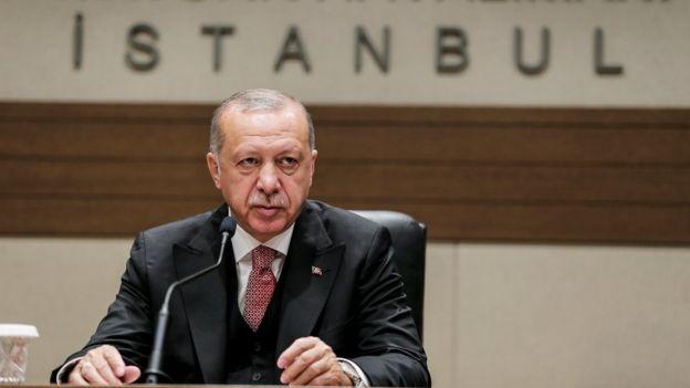 """Cumhurbaşkanı Erdoğan, Rusya gezisi öncesinde havalimanında yaptığı açıklamada İstanbul seçimleriyle ilgili """"neredeyse bütünü usulsüz"""" dedi."""