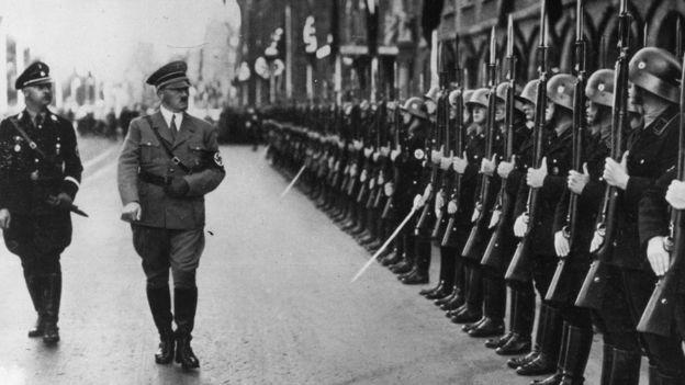 Heinrich Himmler và Adolf Hitler