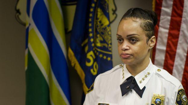 La comandante de la policía de Portland, Danielle Outlaw
