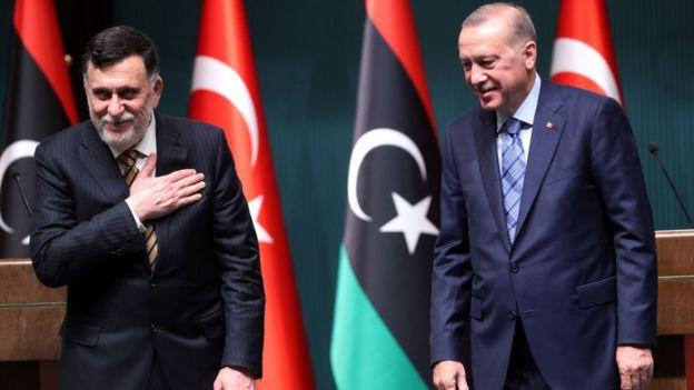 السراج (يسار) وأردوغان
