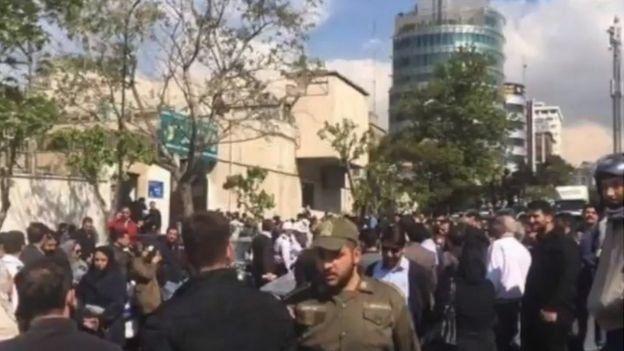 ازدحام در مقابل کلانتری وزرا در تهران